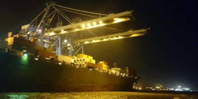 Navio Descarregando Container no Porto em Rio Grande
