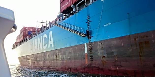 Navio de Container Vindo Descarregar no Porto de Rio Grande