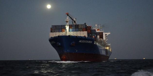 Porta container, em viagem pra entrar no canal dos molhes, pra atracação no TC- RG