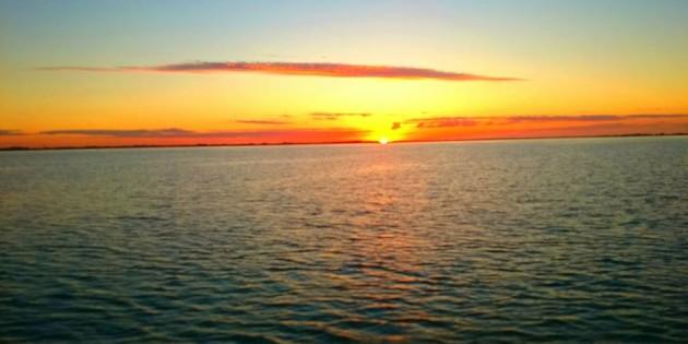 lindo por do sol na maior praia do mundo