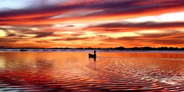 Nascendo o Dia na Lagoa dos Patos