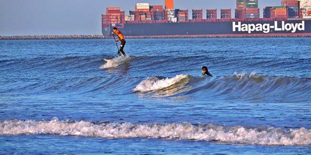Stand up e Navio Saindo - Praia e Molhes