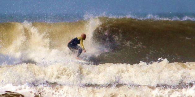 Surfistas neste domingo em Praia do Cassino